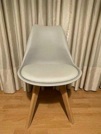Cadeira cinzenta como nova