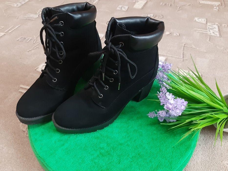 Ботинки деми для девочки, девушки. Средний устойчивый каблук. Киев - изображение 1