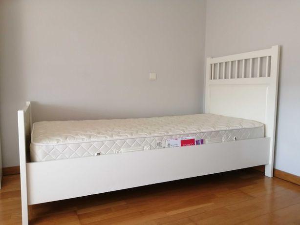 Cama Hemnes individual , estrado, colchão e estante Ikea
