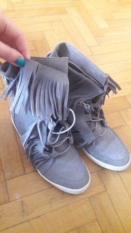 Skórzane buty z frędzlami