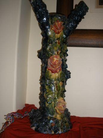 Coluna decorativa em cerâmica vidrada das Caldas, em forma de tronco