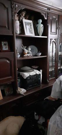 Moveis  de sala de jantar com estantece vitrine