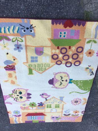 Ładny dywan dla dziecka do pokoju
