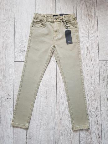 Nowe z metką spodnie Reserved rozm. 146