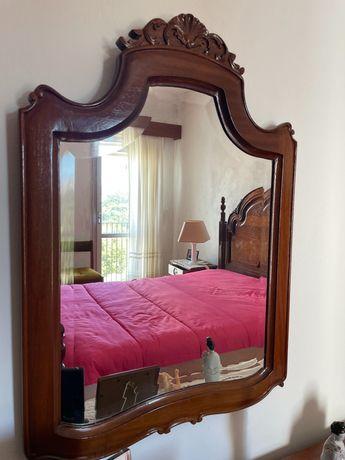 Espelho com rebordo em madeira