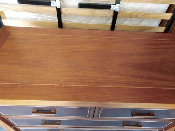 Colchão + estrado de ripas +cómoda + mesa de cabeceira