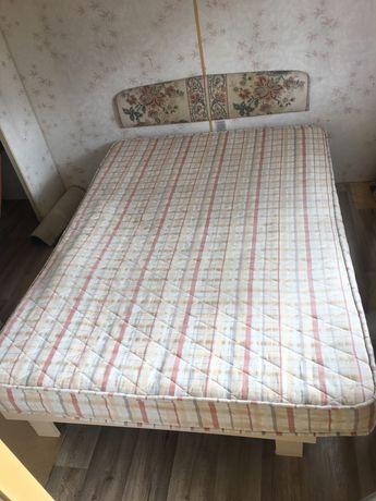 Łóżko z materacem do domku letniskowego/holenderskiego