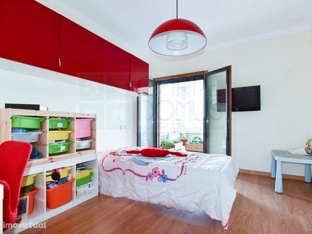 Apartamento T3 na Urbanização Malvarosa