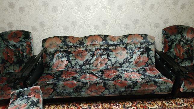 Продам диван, 2 кресла и 2 пуфика.