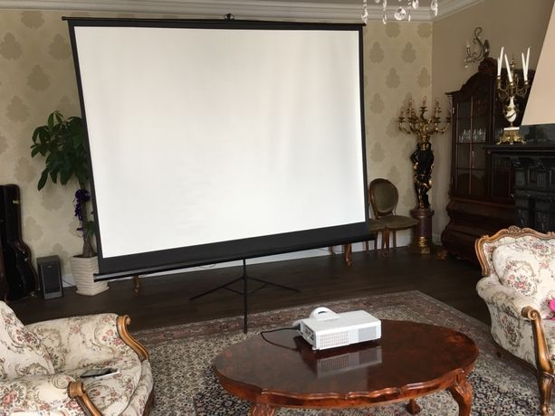 Zestaw projektor hitachi CP-D27WN i ekran  260x200