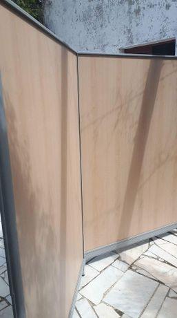 1 Divisória de madeira para escritório. Como nova!