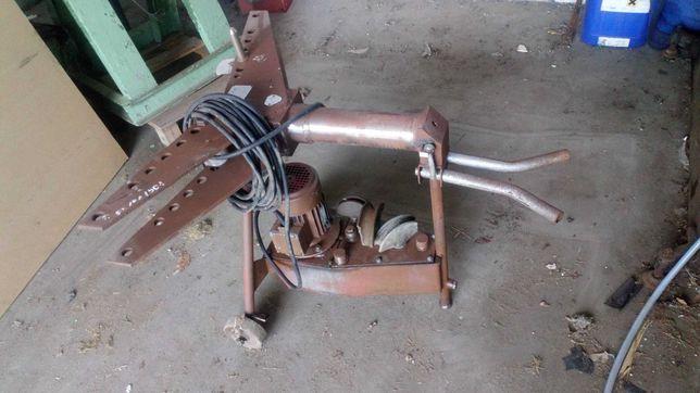 Gientarka hydrauliczna do rur z napędem elektrycznym