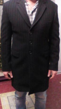 Продам фирменое пальто.
