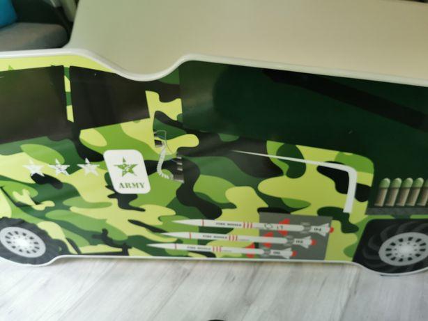 Łóżko dziecięce samochód wojskowy