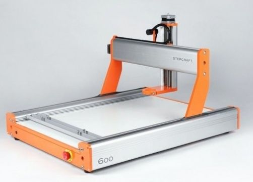 Ploter CNC z narzędziami i akcesoriami