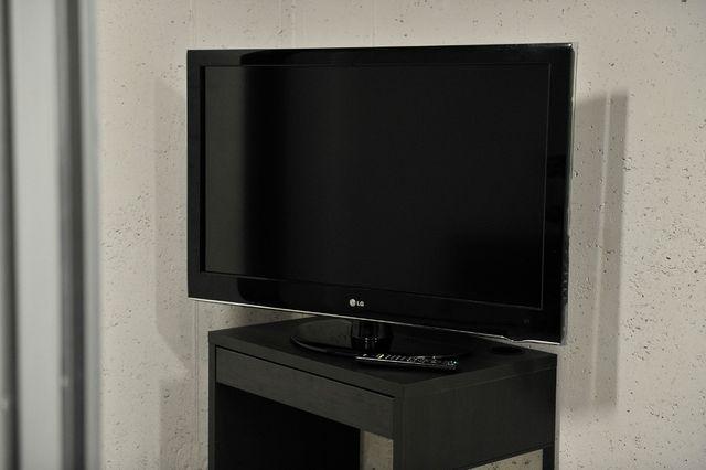Sprzedam telewizor LCD LG 42LH5000