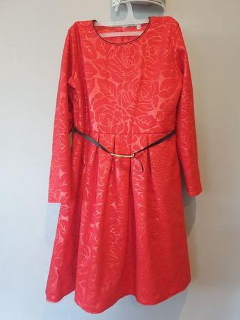 Śliczna sukienka r.140