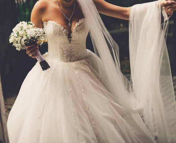 Piękna obszerna Suknia ślubna księżniczka