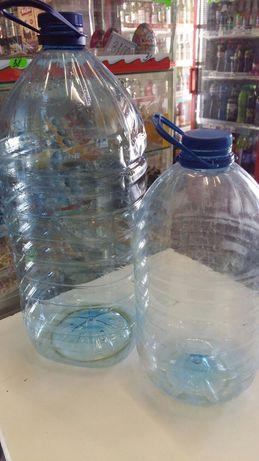 Бутылки по 5 и 10 литров