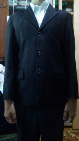 Школьный костюм тройка на мальчика на рост до 150 см