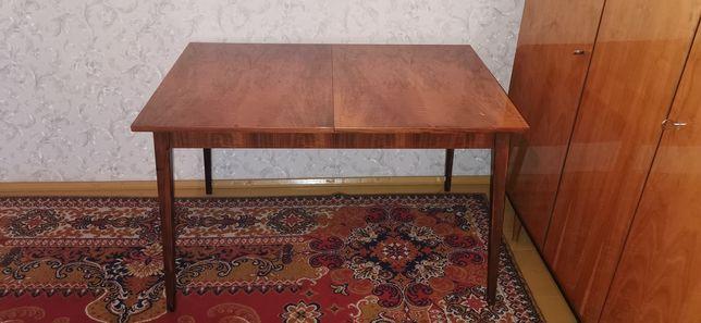 Stół, rozkładany, solidny.