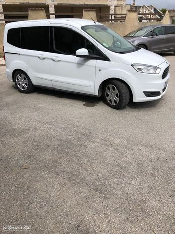 Ford Tourneo Courier 1.5 TDCi Ambiente