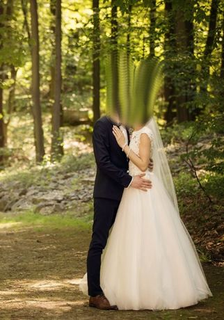 wyjątkowa suknia ślubna z wyciętymi plecami