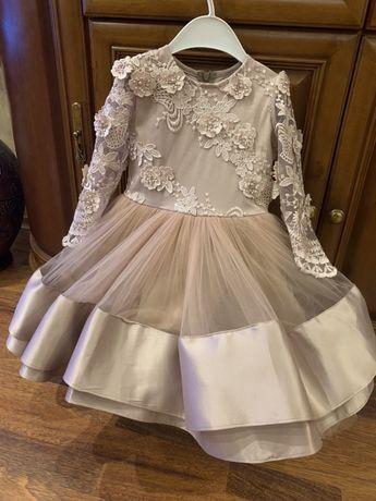 Нарядное платье для девочки на рост 98-104см