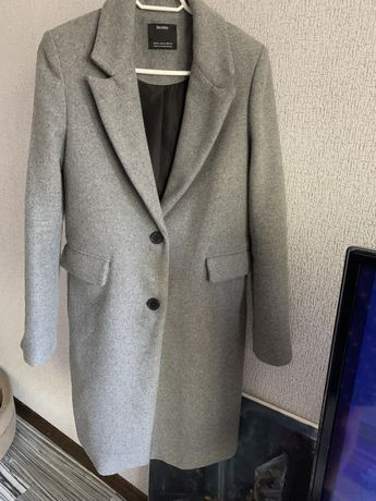 Пальто серого цвета Bershka