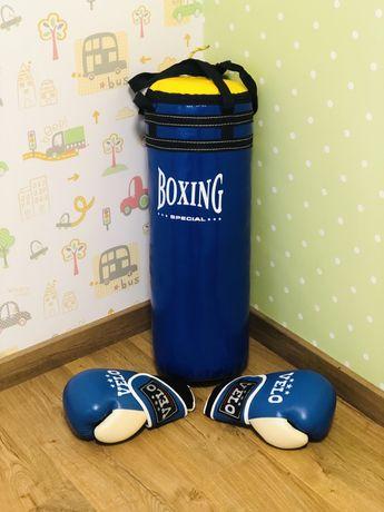 Боксерська груша. Боксерські рукавиці.