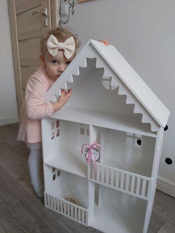 drewniany domek dla lalek z okiennicami PRODUCENT