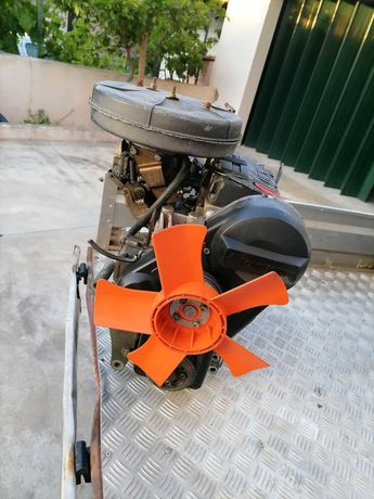 Motor Lombardini a gasolina 2 cilindros e 523 cm3