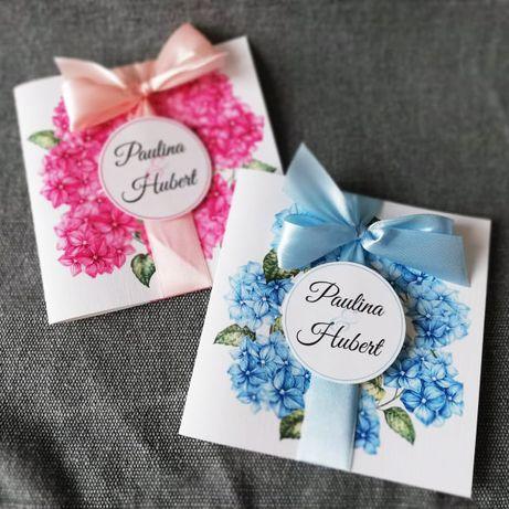 Zaproszenia ślubne z kwiatami różowej lub niebieskiej hortensji