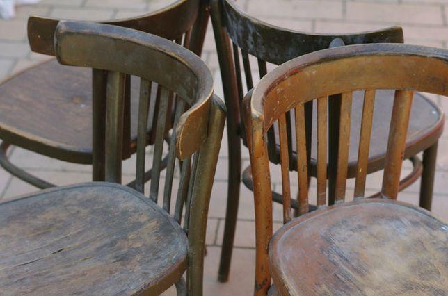 Komplet zabytkowych krzeseł.