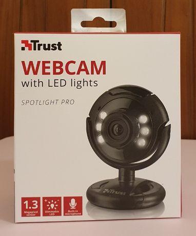 Webcam TRUST Spotlight Pro (3 MP - Microfone Incorporado)