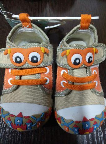 Кросовочки, кросовки, макасины, сменная обувь  20 и 22 размера, новые