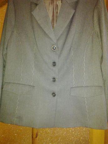 Продам костюм женский (пиджак и брюки)