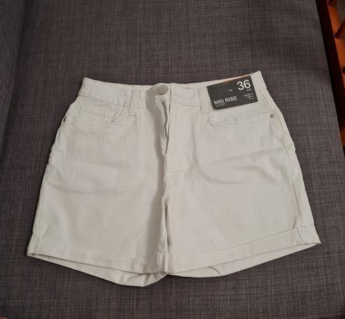 Vendo calções brancos