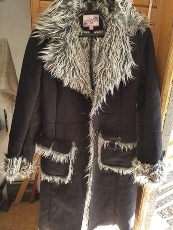 Czarny ocieplany płaszcz