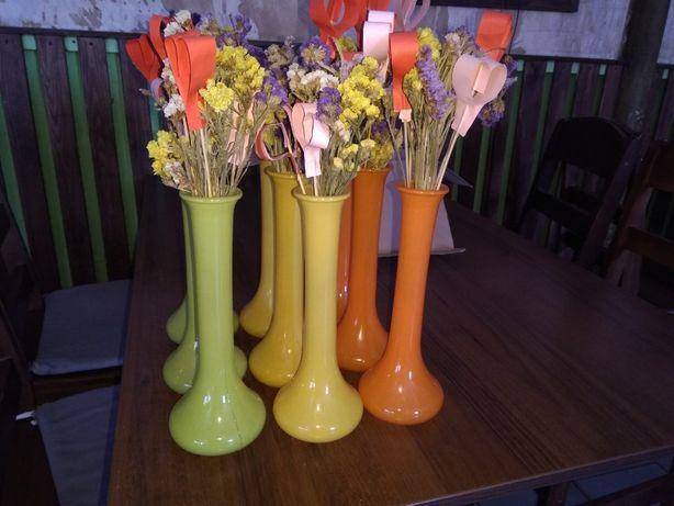 Ваза стеклянная в ассортименте 3-ех цветов. Высота 25 см