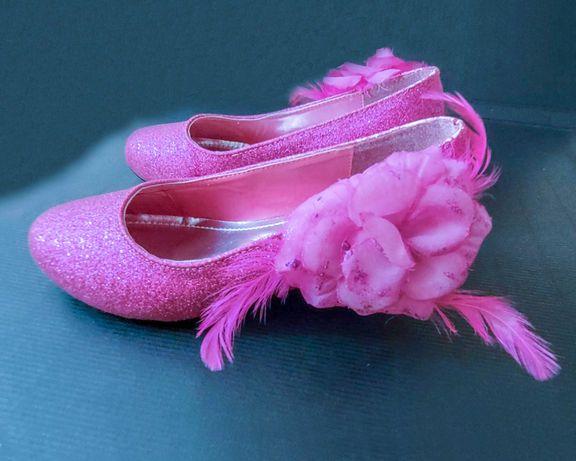 Красивые  яркие туфли