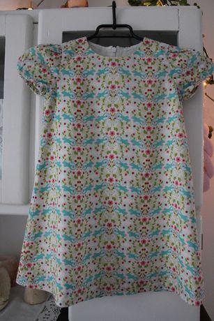 Kolorowa trapezowa sukienka w ptaszki 110/116, sukienka krótki rękawek