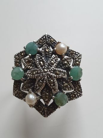 Anel em prata, marcasites, esmeraldas e pérola