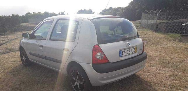 Renault clio cinza