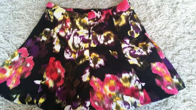 Spódnica czarna w kwiaty - rozmiar 36