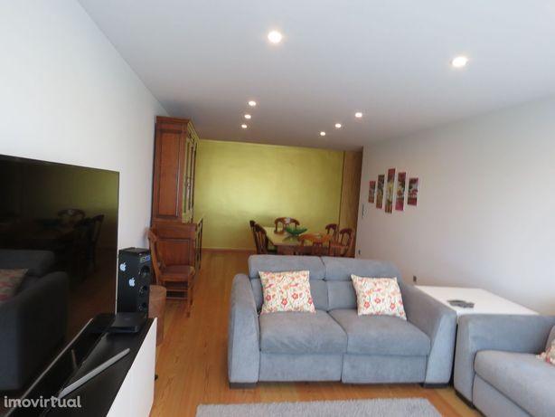 Apartamento T4 em Linda-a-Velha