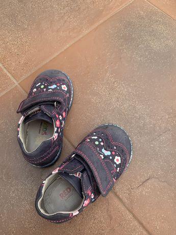 Туфлі осінь-весна для дівчинки
