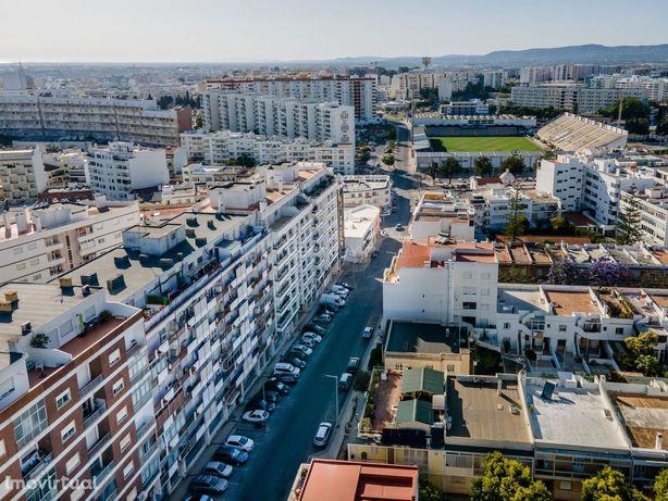 Apartamento T3 no Centro de Faro, com 2 lugares de garagem