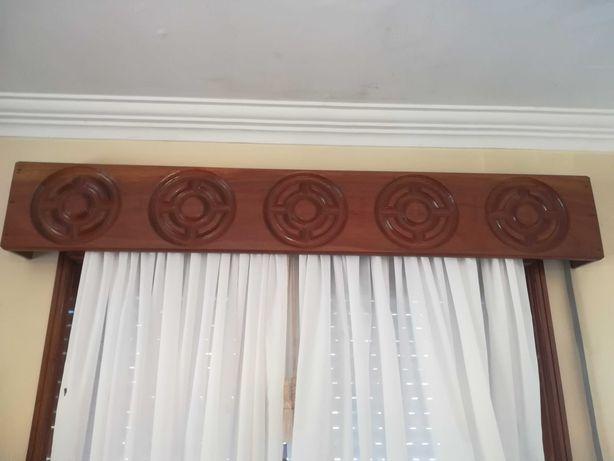 Sanefas de janela em madeira