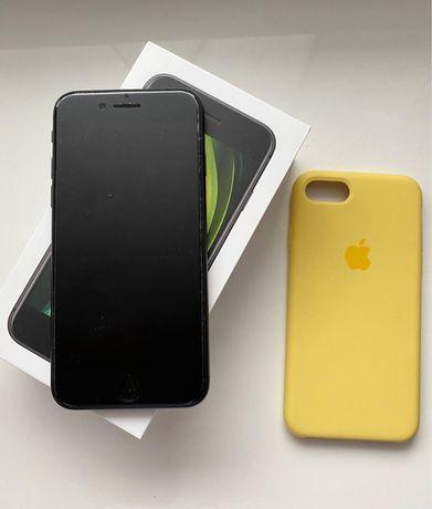 Продам iPhone SE 2020 64 Гб.